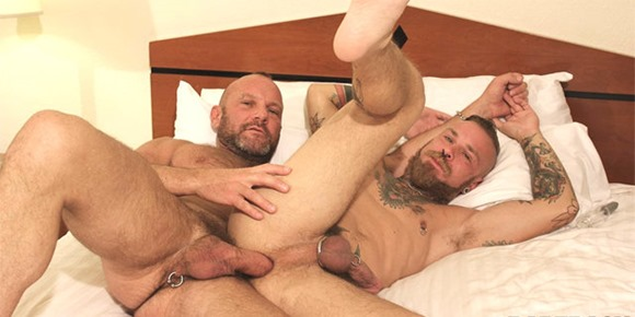 matt-sizemore-and-darius-at-bareback-that-hole